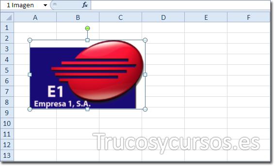 Imágenes accesibles en Excel: Hoja de Excel con imagen del logotipo insertada