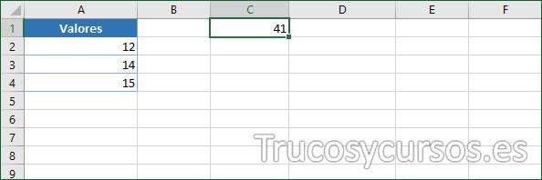 Celda C1 con la función en español que deseamos traducir =SUMA(A2:A4)