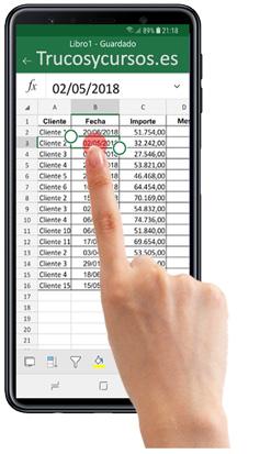 Móvil con Excel seleccionando una celda en la hoja